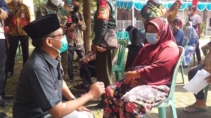 Wakil Walikota Tinjau Vaksinasi Massal di Kelurahan Jatijajar