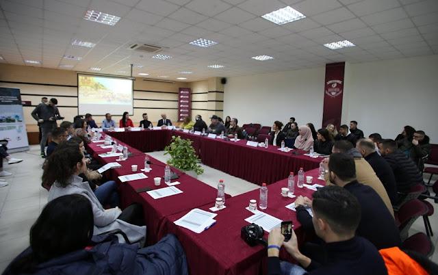 Sfidat dhe përparësitë e turizmit të brendshëm në Shqipëri, treyza  që bëri bashkë personazhet e turizmit