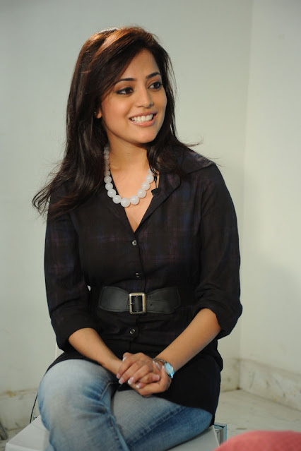 Actress Nisha Agarwal Cute Pictures in Black Top and Jeans Navel Queens