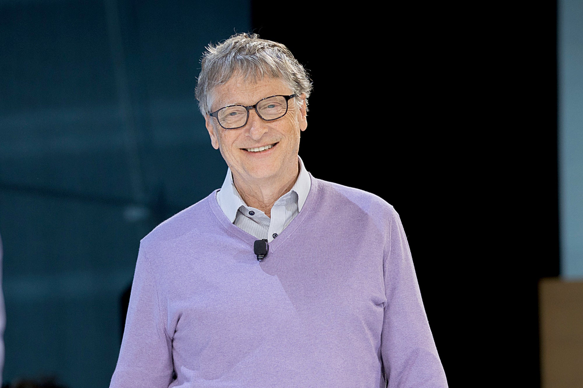 Bill Gates prefers to use an Android device over an iOS one because according to him the OS that is in Google is much more compatible and easier to use / Digital Information World