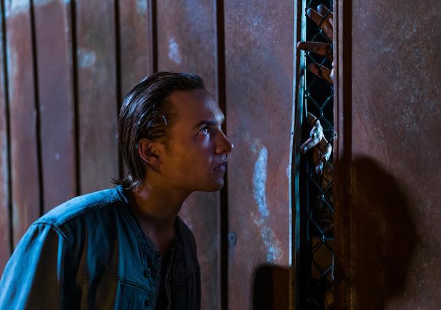Nick Clark (Frank Dillane) nell'episodio 2