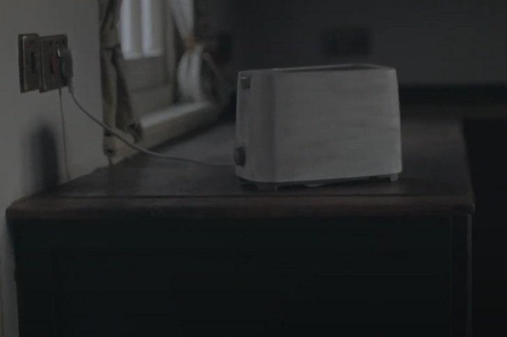 Посмотрите короткометражный хоррор Burnt про тостер-убийцу