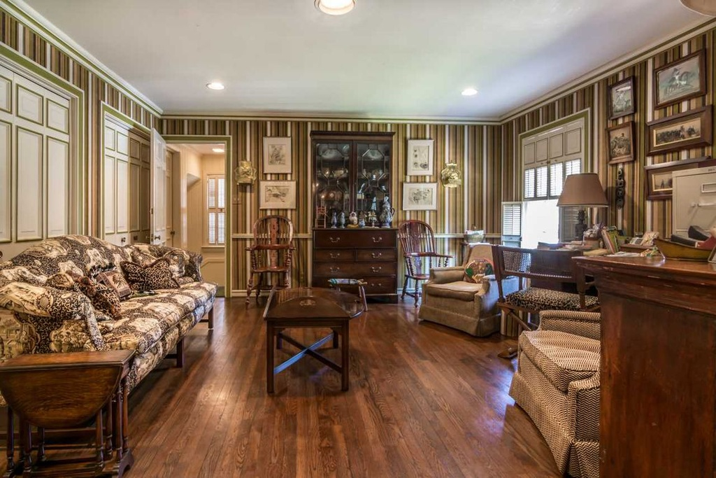 A Tres Chic 1940s Texas Time Capsule - The Glam Pad