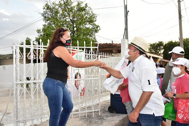 """""""Panchito"""" Torres reconoce el valor de la mujer como pilar de la familia yucateca"""