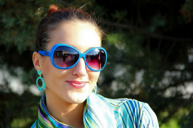 cobalt blue sunglasses trend