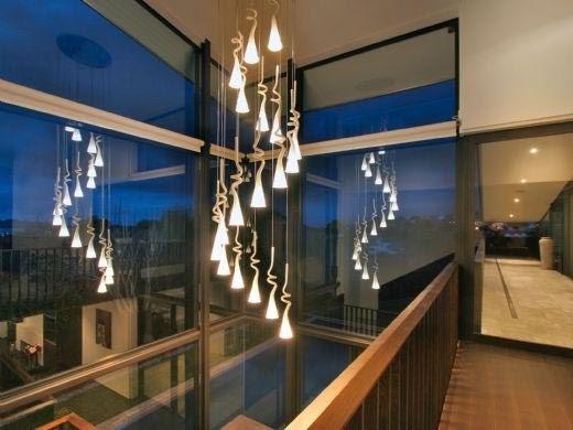 Home Interior Design: Modern Glass House Frames Luxurious