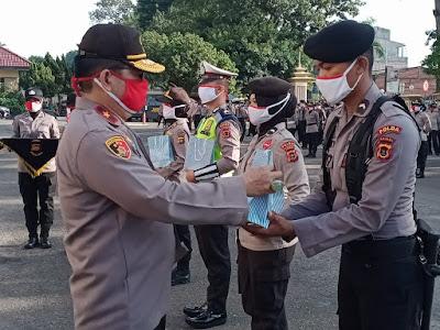 Kapolda Jambi Salurkan Bantuan Masker dan Vitamin Dari Bhayangkari Peduli Untuk Personel Polri