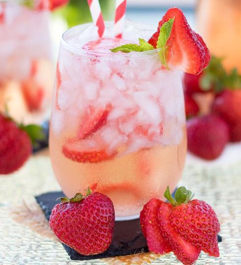 Strawberry Rosé Sangria #cocktail #sangria #smoothie #summer #recipes