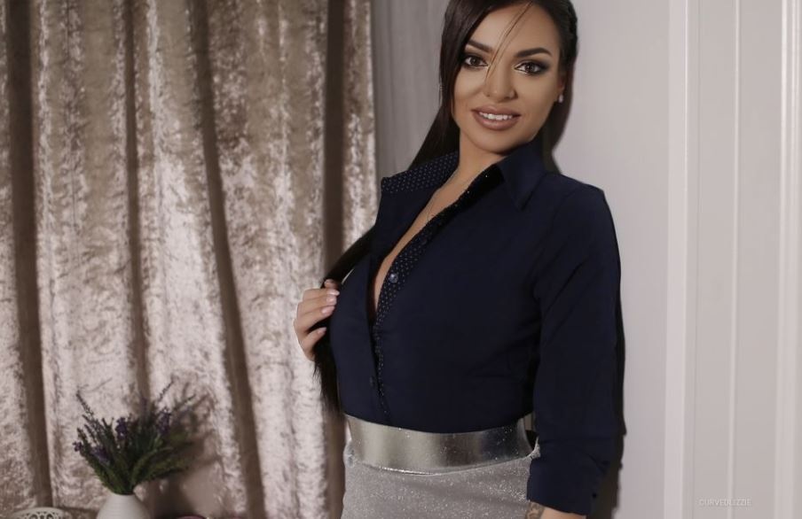 https://www.glamourcams.live/chat/CurvedLizzie