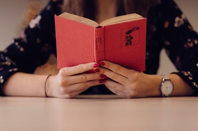 lettrice-lettore-letteratura