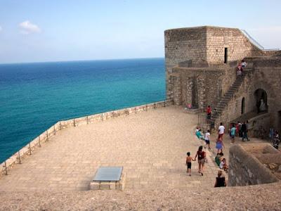 Plaza de armas del castillo de Peñiscola