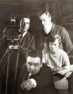 Alfred Hitchcock en el rodaje de la película The Mountain Eagle - 1926