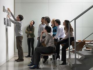 Oameni care vin cu idei pentru un brand - imagine preluată de pe google images via thebalance.com