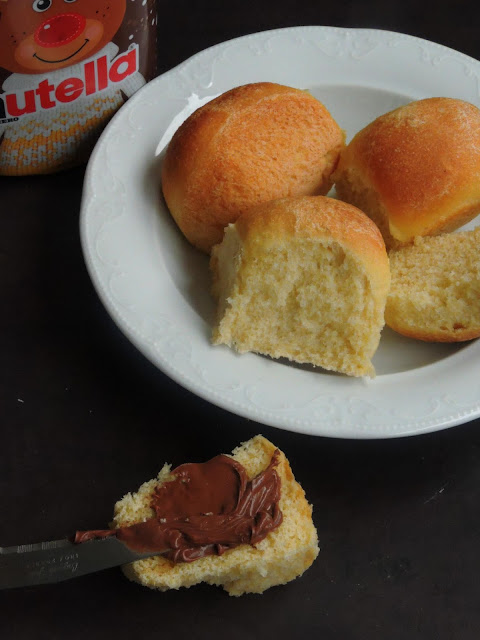 Semolina Bread Rolls, Eggless Semolina bread rolls