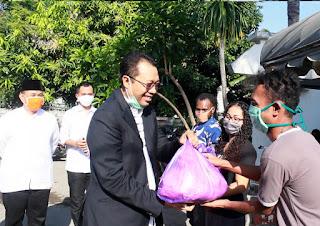 Gubernur NTB Serahkan Bantuan Bagi Mahasiswa NTT dan Papua