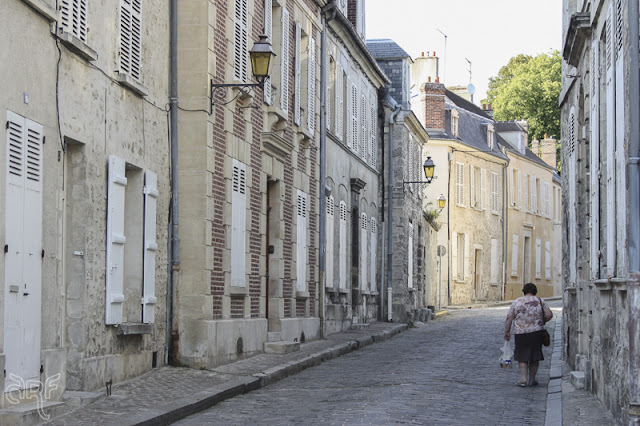 small street in Crépy-en-Valois, France
