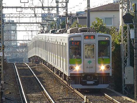 京王電鉄 区間急行 新宿行き 都営10-000形260F(71kT代走)