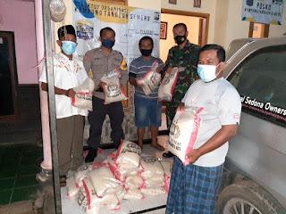 Babinsa dan Bhabinkamtibmas Salurkan Bantuan Beras Kepada Warga Binaan