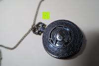 """vorne: AWStech Vintage """"one piece"""" Schädel Skelett Skull Quarz Tachenuhr Pocket Watch mit Halskette, Big Size, Beste Willkommen Geschenk"""