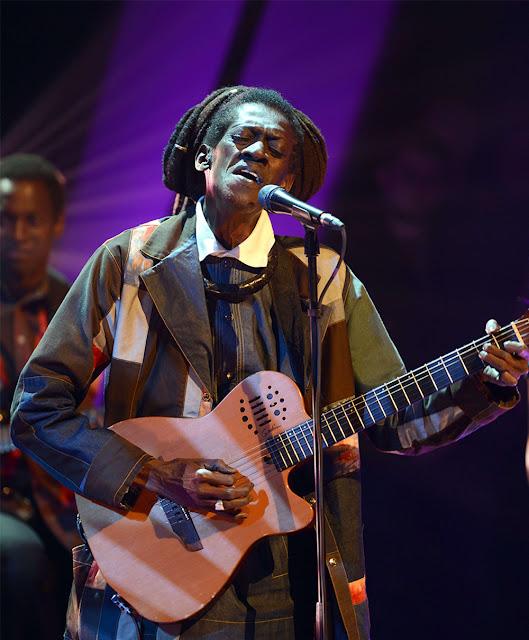 Musique, artiste, chanteur, jazz, folk, pop, acoustique, danse, rock, mbalax, Cheikh Lô, divertissement, loisir, Dakar, Sénégal, Afrique