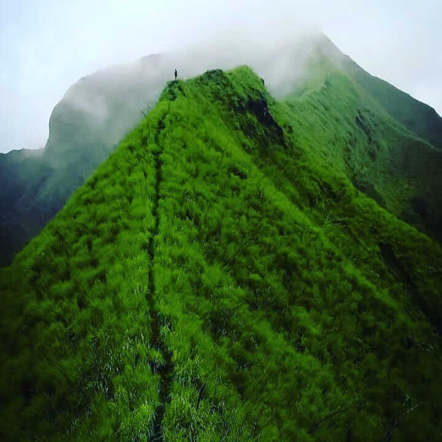 punggung naga gunung piramid
