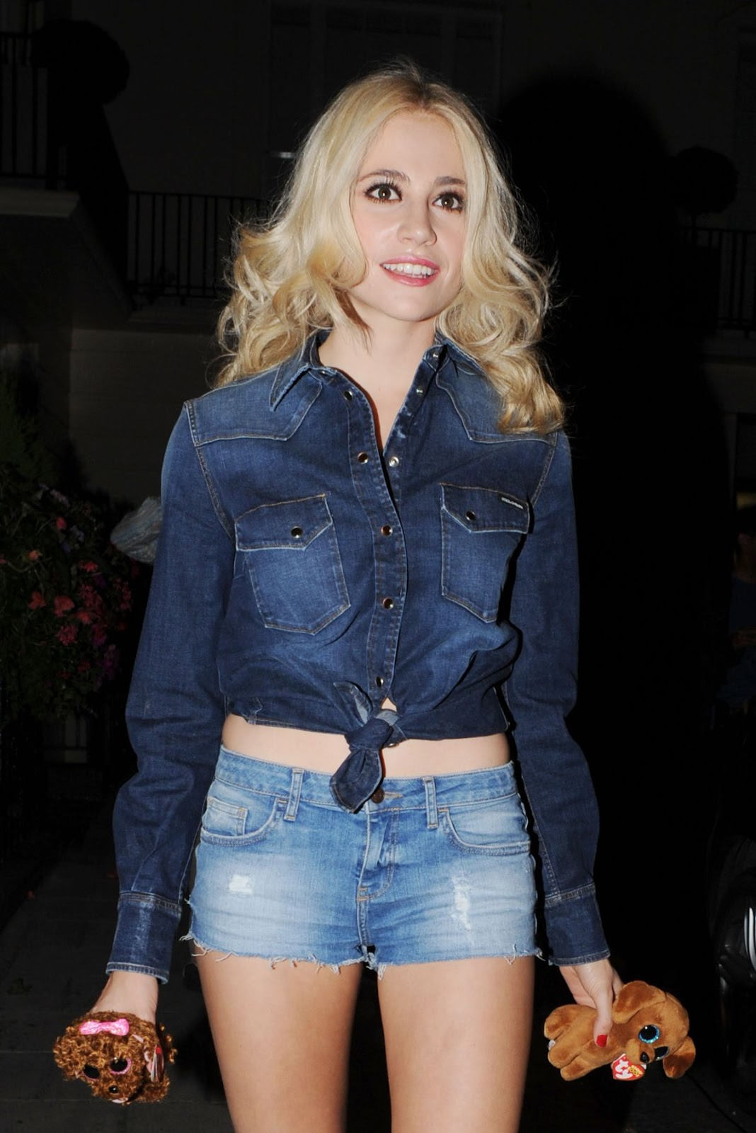 HD Photos of Pixie Lott Lraves Theatre Royal Haymarket, London