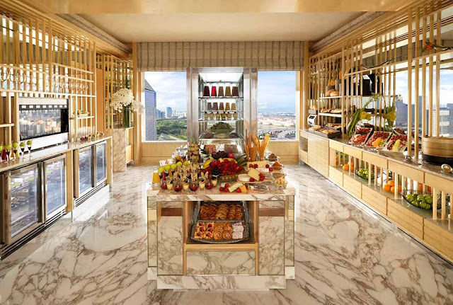 How to Use Ritz-Carlton Club Level Upgrade Certificates
