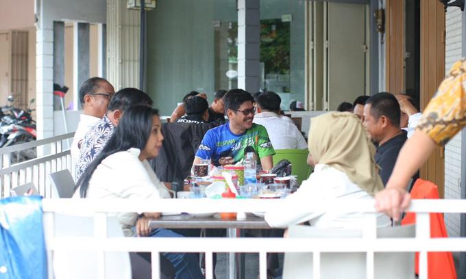Usai Masukkan Tambahan Dukungan, IYL Bercengkrama di Warkop Olala