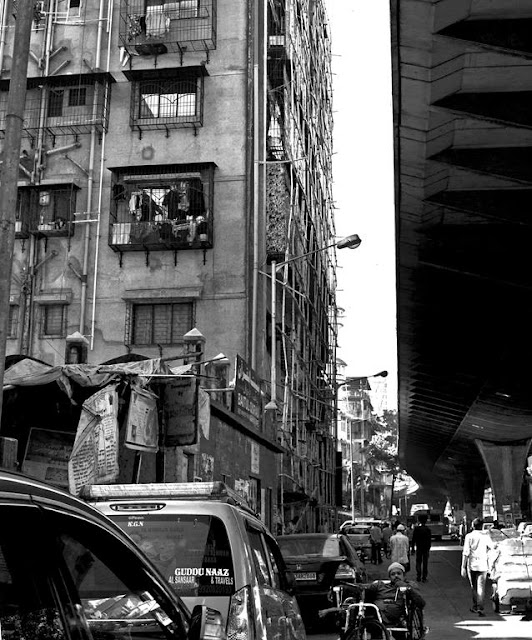 street, streetphotography, monochrome, black and white weekend, building, bridge, flyover, people, handcart, wheelchair, cars, mumbai, incredible india