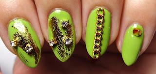 Gold Chain Nails