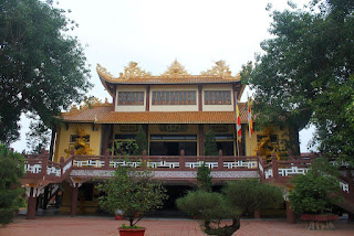 Dropping by Phap Lam Pagoda