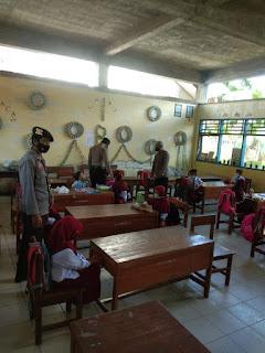 Personel Polsek Baraka Rutin Lakukan Operasi Yustisi Di Sekolah