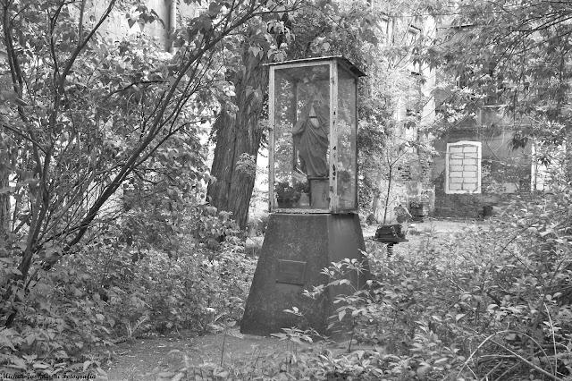 Kapliczka na Okrzei 30, Warszawa