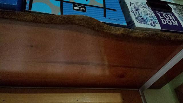 prateleira de madeira rústica