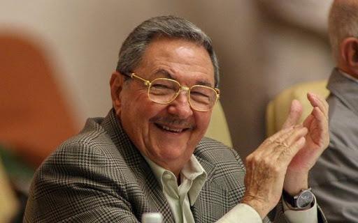 Raúl Castro está adicto a visitar al proctólogo