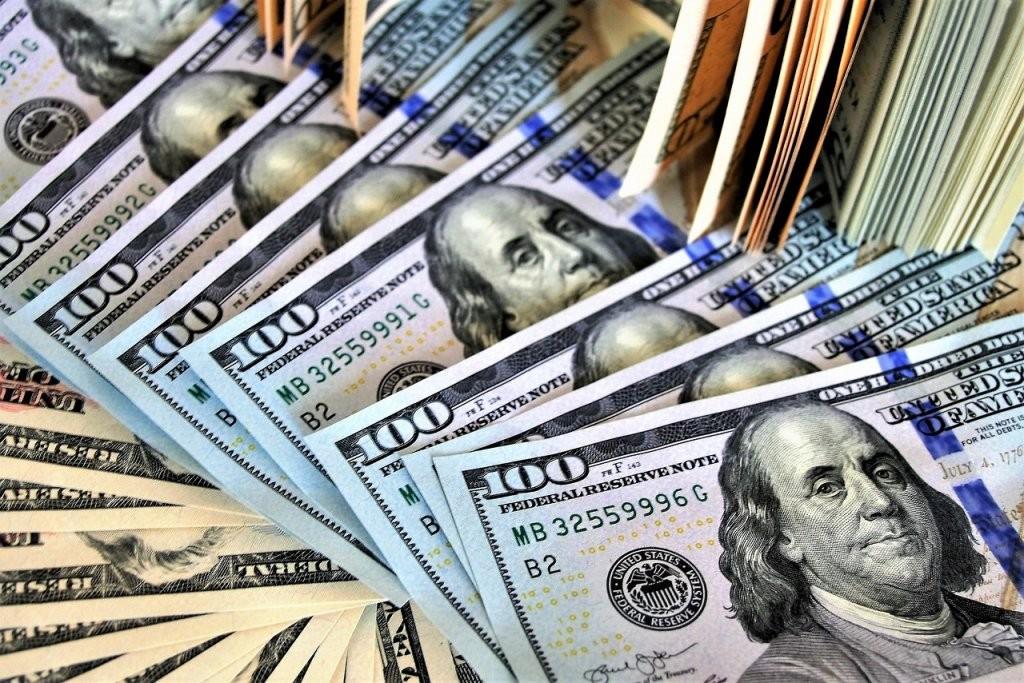Dólar e bolsa fecham estáveis com trégua nos Estados Unidos