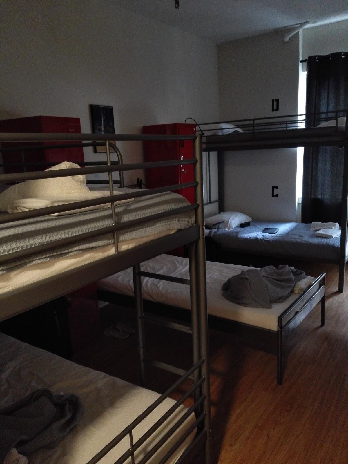 jazz on columbus circle hostel. Black Bedroom Furniture Sets. Home Design Ideas