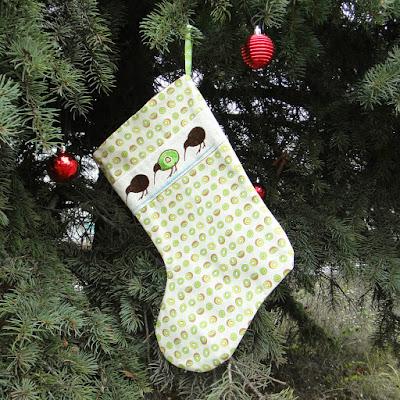Новогодние сапожки под подарки Киви Тропическое Рождество: натуральный хлопок, машинная вышивка. Единственный экземпляр, доставка курьером или почтой