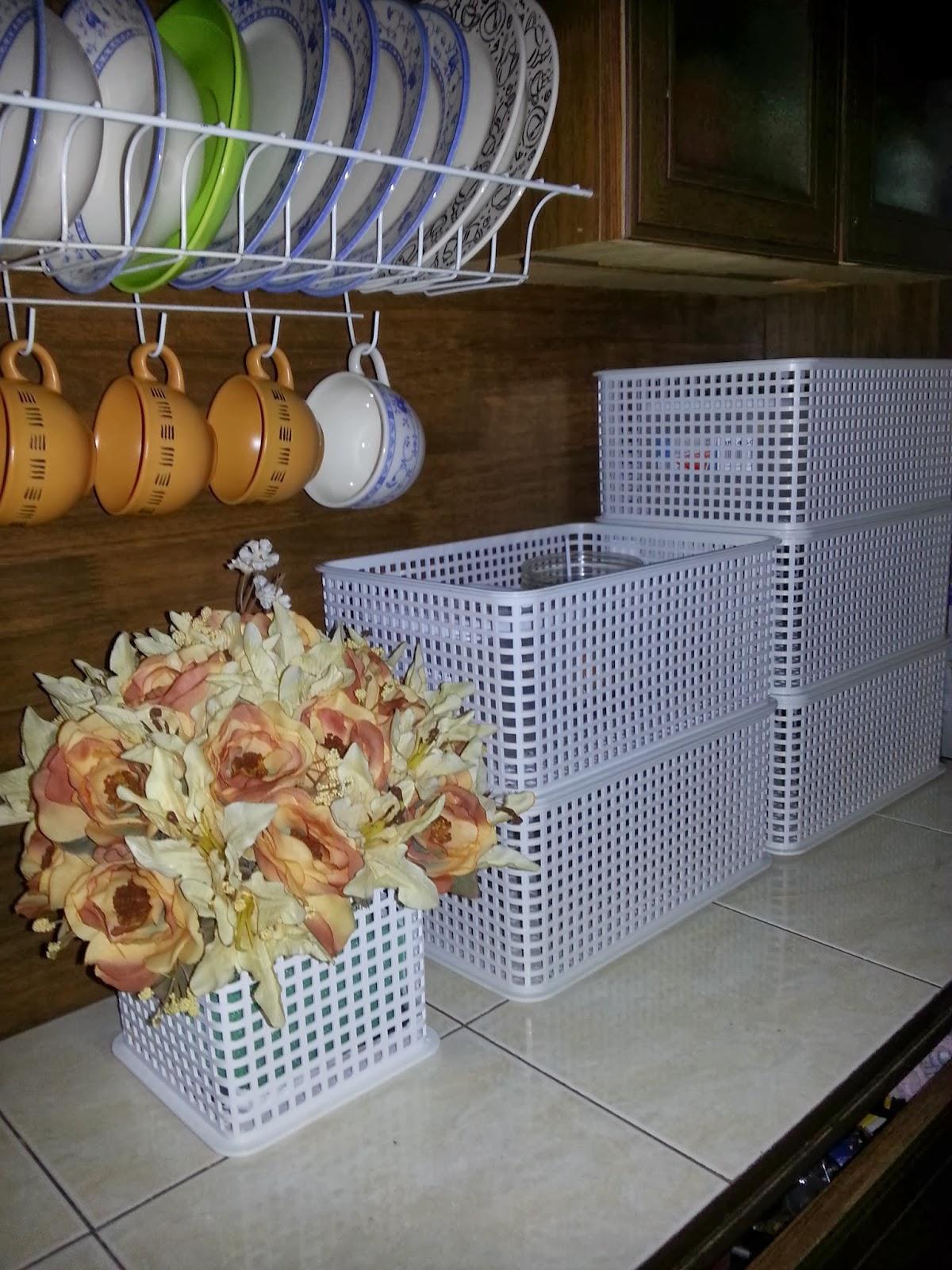 Bukan Main Kat Dapur Pun Ada Bunga Bagaikannnn Maklumlah Baru Semalam Siap Kemas Tunggu Meja Makan Dibeli Tak Sampai Lagi