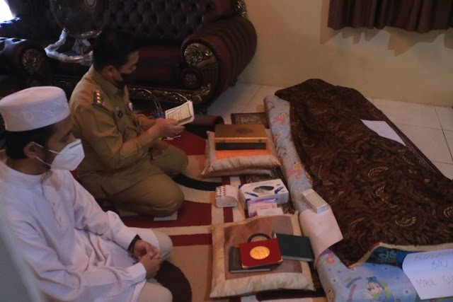 Walikota dan Ketua TP PKK Kota Banjarmasin Takziah dan Doakan Almarhum Suami Ibu Muhai