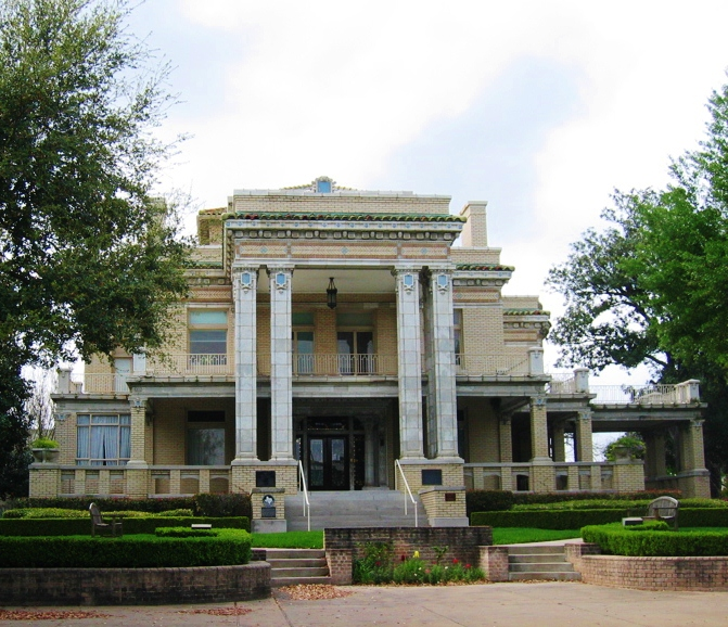 Www Apartmentguide Com Houston Tx: University Of St Thomas Montrose Houston Tx Yelp