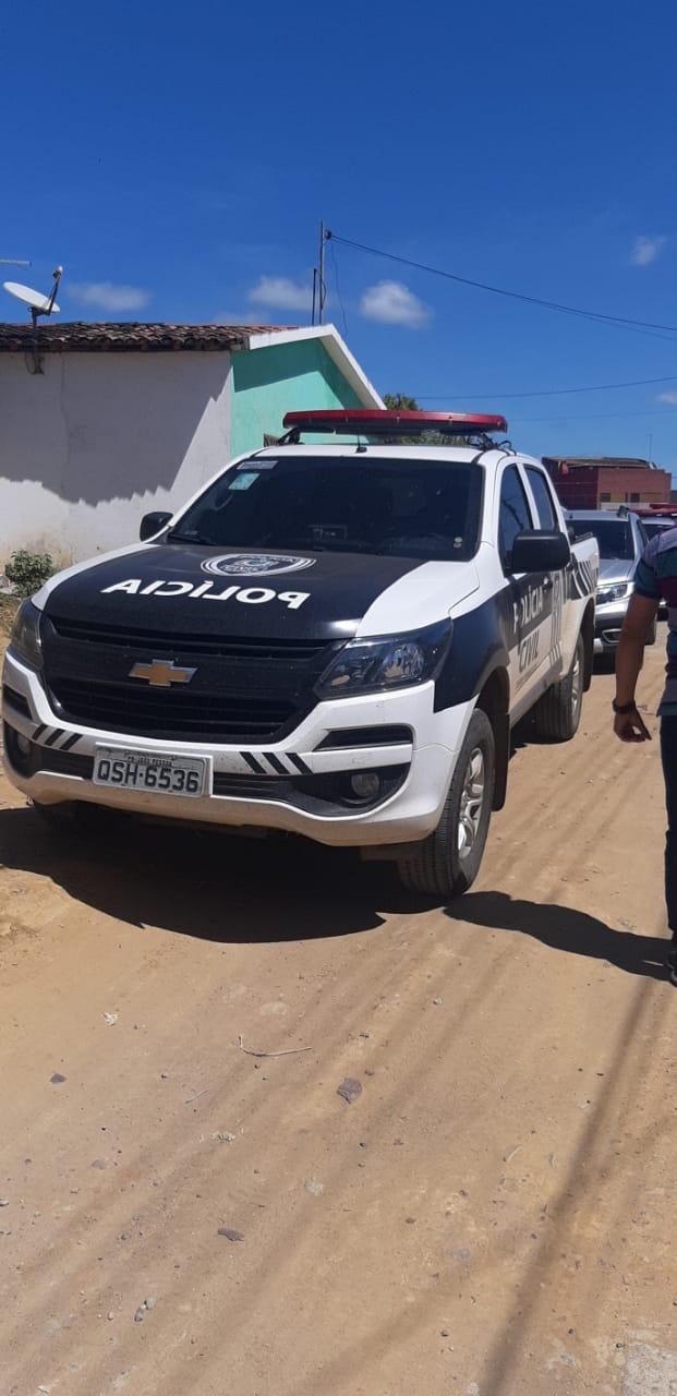 Polícia prende assaltantes e apreende droga e armas em Solânea