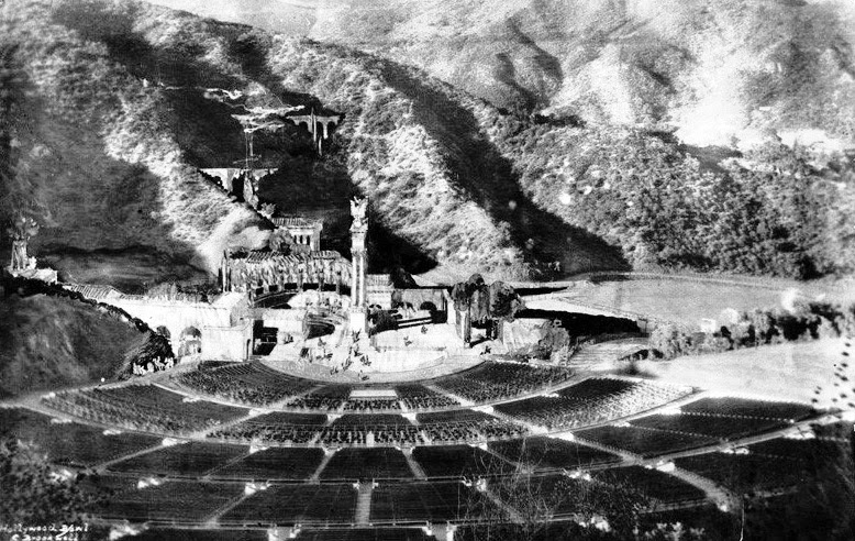 Southern california architectural history tina modotti for Terrace 5 hollywood bowl