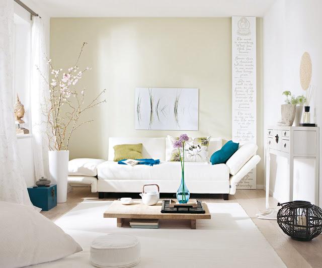 Decoração de sala de estar sofa claro