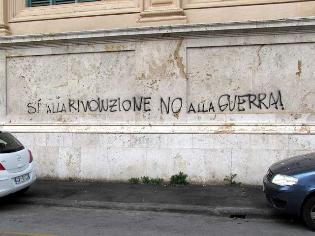 Yes to revolution, no to war!, graffiti, Livorno