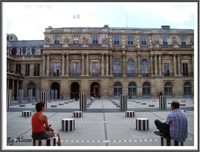 curte-palatul-royal-paris