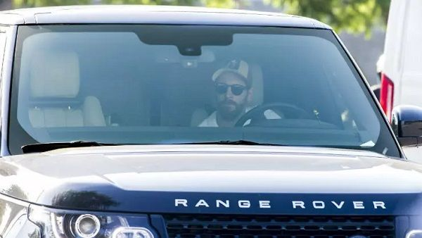 Lionel-messi-car-collection-Leo-Messi-spotted-in-his-Range-Rover-vogue