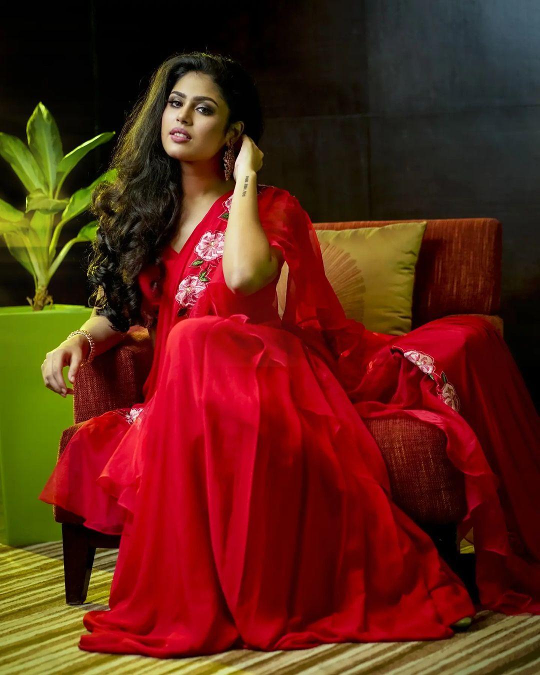 Faria Abdullah cute pictures in saree