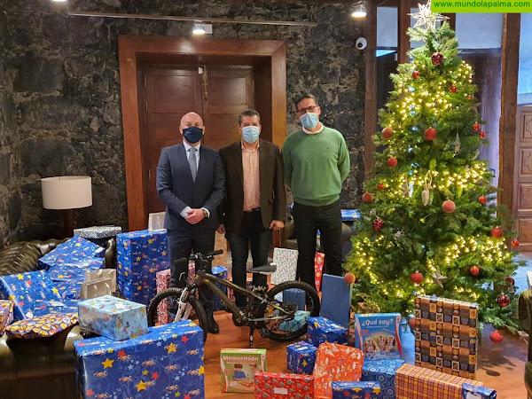 El ICALP hace entrega de juguetes para los niños de la Isla de La Palma