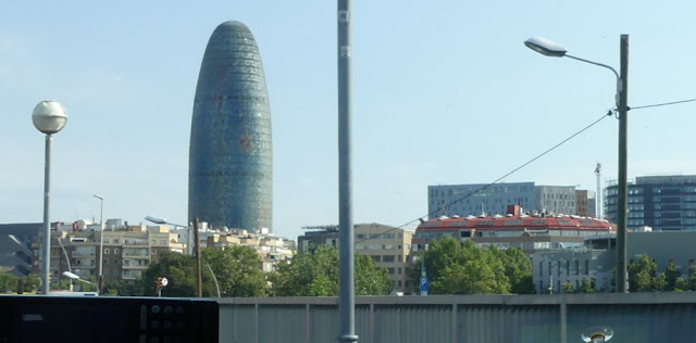 Torre Agbar, Barcelona, vom Taxi aus